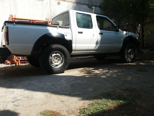 nissan np300 2.5 diesel doble cabina 4x4 mt 2014