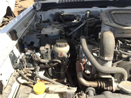nissan np300 diesel 4x4 por partes 2014