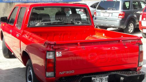nissan np300 dob. cab. lujo 2014
