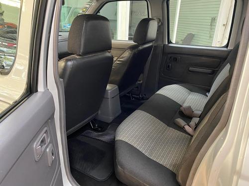 nissan np300 doble cabina plus equipada extremadamente nueva