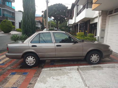 nissan sentra 1600 beige oscuro