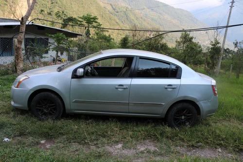 nissan sentra 2.0 color plata 5 puertas