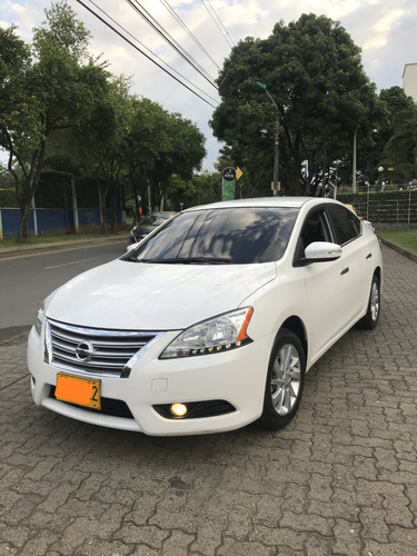 nissan sentra 2014 at 1.800  excelente estado