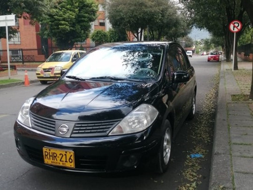 nissan tiida 1.8 -  sedan 2012 - 5 puertas - negro