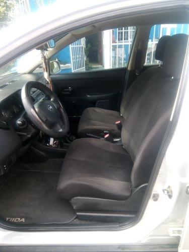 nissan tiida 1.8 sedan custom