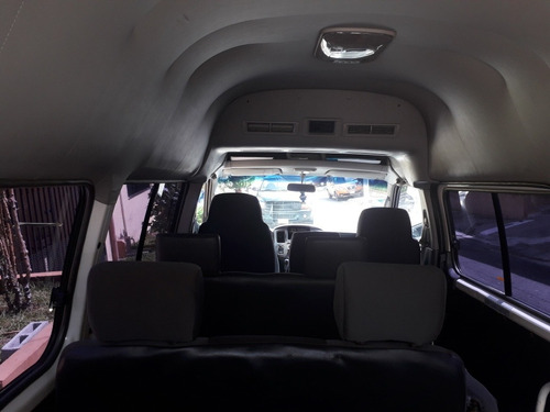 nissan urvan  microbus  15 pasajeros