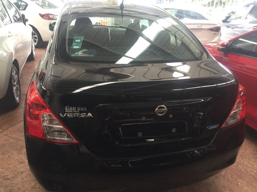nissan versa 1.6 advance at sedán