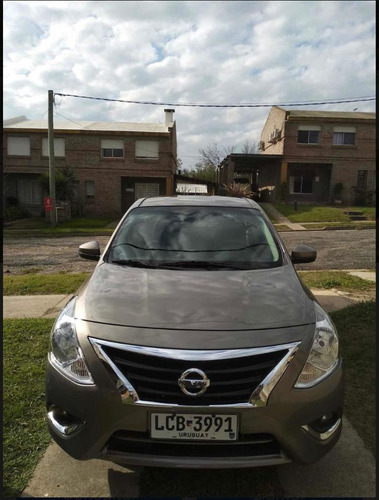 nissan versa 1.6 exclusive navi at 2017