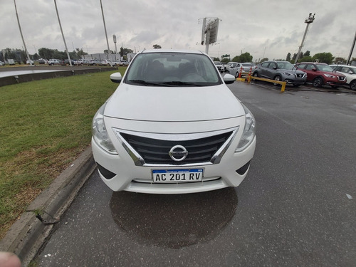 nissan versa 1.6 sense mt 2018 - car one - ez -