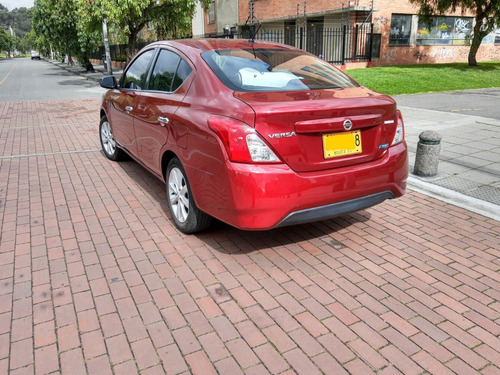 nissan versa advance 1.6 aut rojo