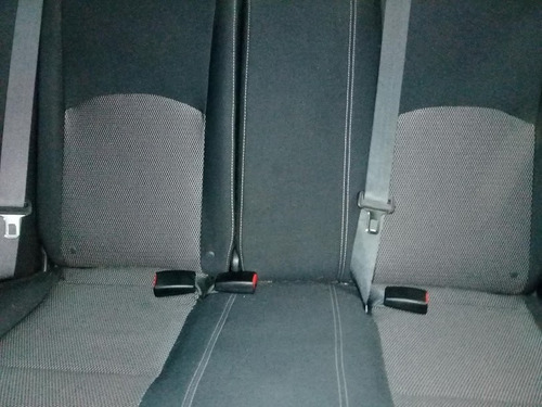 nissan versa extra full. manual sedan   cilindrada 1600 4 ci