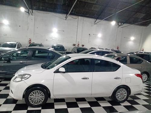 nissan versa visia 1.6 2013 gnc 95.000 kms sedan 4 puertas