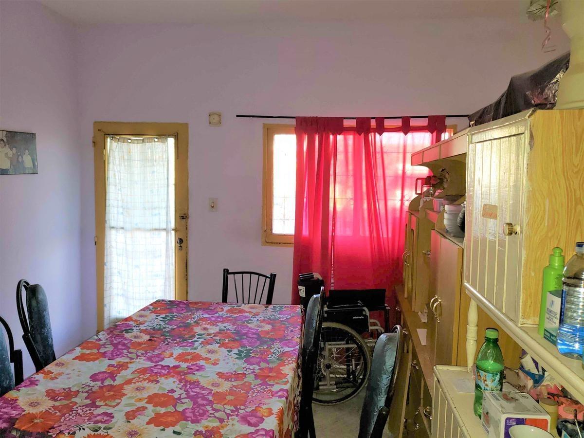 no existe este precio a 15 min del centro! en venta casa 2 dorm. y terreno 250m2!!!