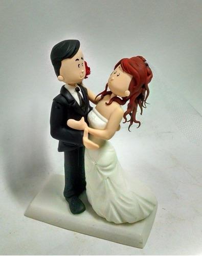 noivinhos biscuit personalizados  topo de bolo beijinho