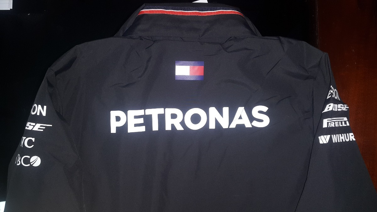 eda71ff7aa nova jaqueta de chuva mercedes amg petronas f1 team 2018. Carregando zoom.