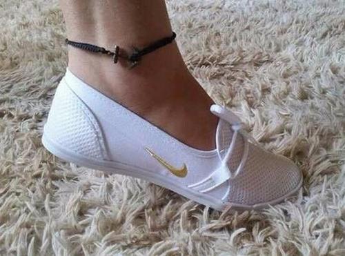 nova sapatilha tênis nike cadarço lindas cores promoção !!!