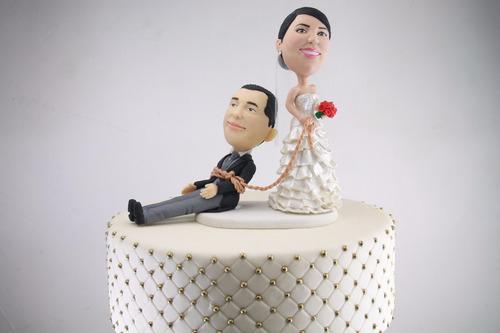 novios personalizados recuerdos de boda centros de mesa cake