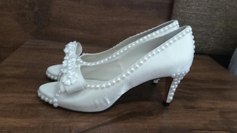 27c643fb9 Novo Sapato De Noiva Customizado Com Perolas E Renda - R$ 250,00 em ...