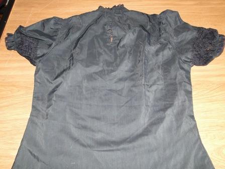 nueva! blusa manga corta de color nego. con bordado