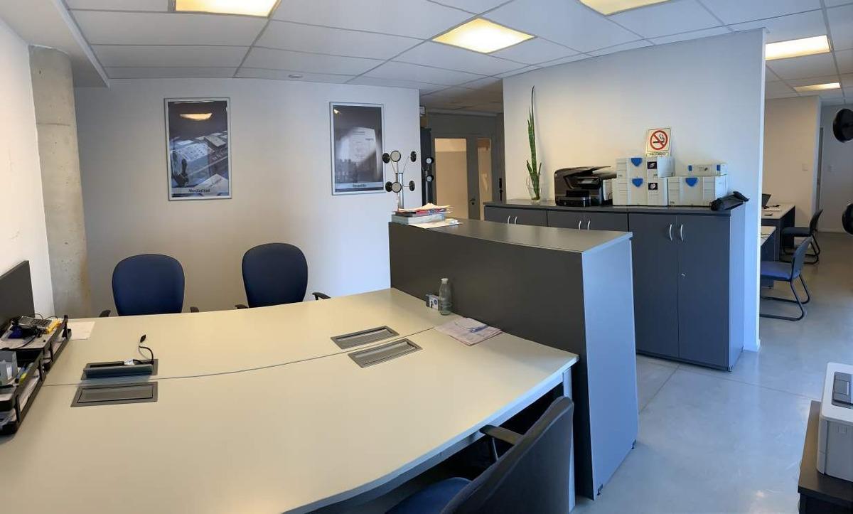 nueva córdoba, alquilo oficina 100 mts2, con terraza