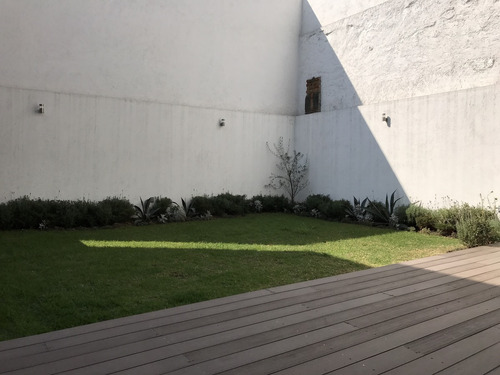 nueva en condominio con jardin