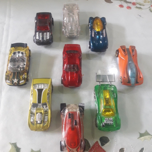 nueve carritos hotwheels modelos 1:64 fantasía de carrera.