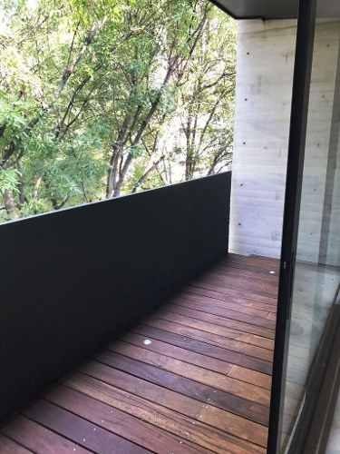nuevo para estrenar con balcón