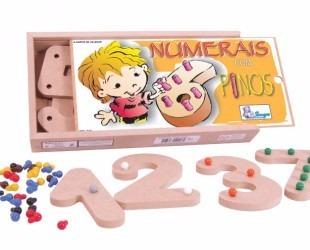 números com pinos coloridos com 10 peças