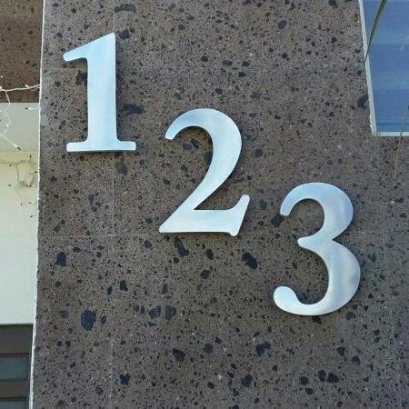 números residenciales de aluminio modelo bismark 30cm