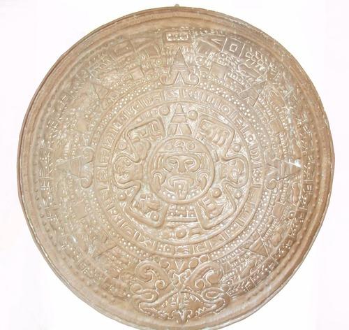 o disco de festos  em latão motivos maia