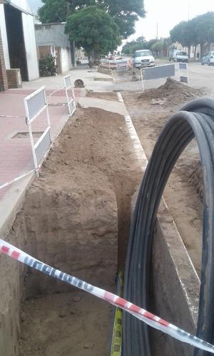 obras para agua potable, fibra óptica, riego, gas, energía.