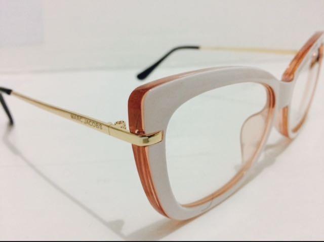 Oculos Armação De Grau Marc Jacobs Branco Com Salmão -mj102 - R  135 ... 026cc5fb1d
