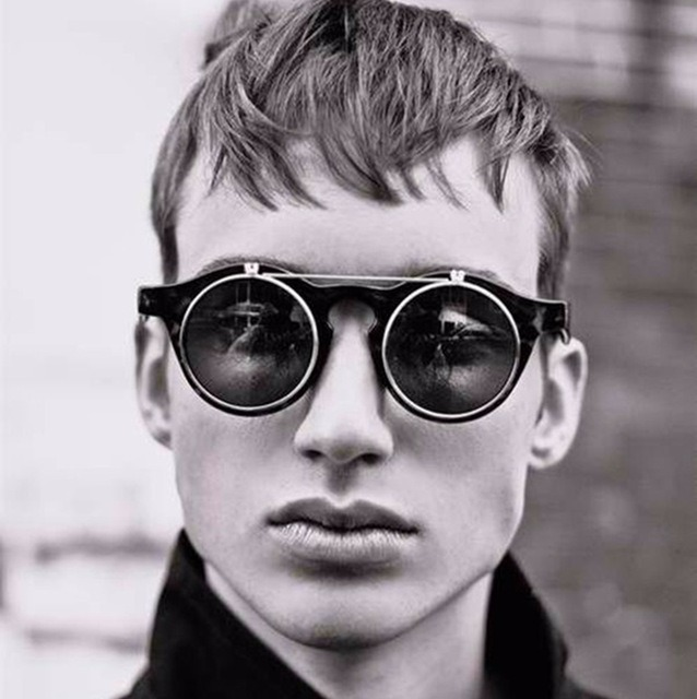 61a106311efa8 Óculos Com Duas Lentes Para Sol E Descanso John Lenon Style - R  79,00 em  Mercado Livre
