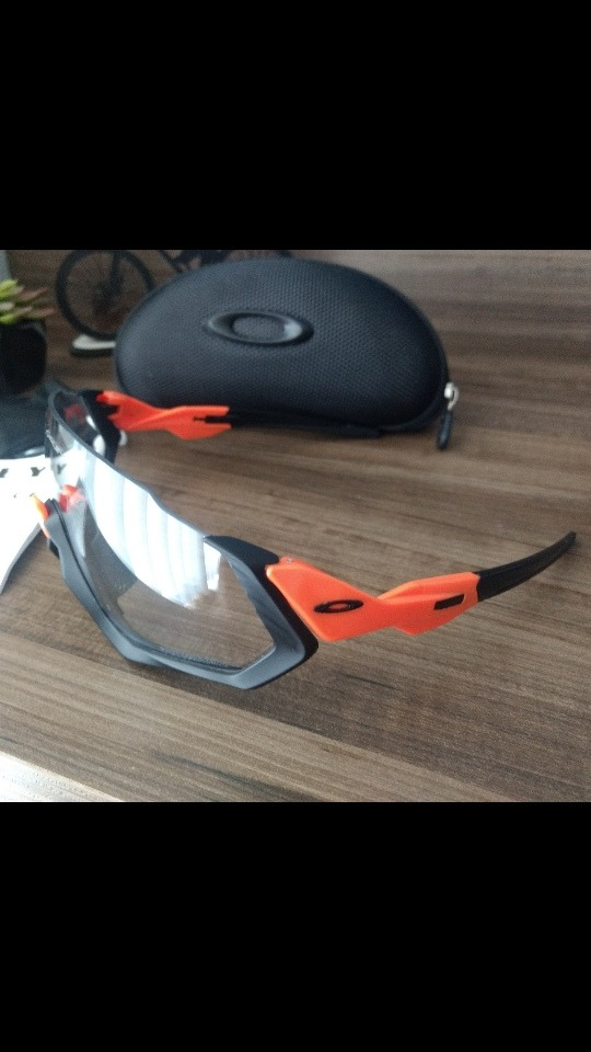 6ea7c57e8288f Óculos De Ciclismo Oakley Fligth Jacket - R  189,00 em Mercado Livre