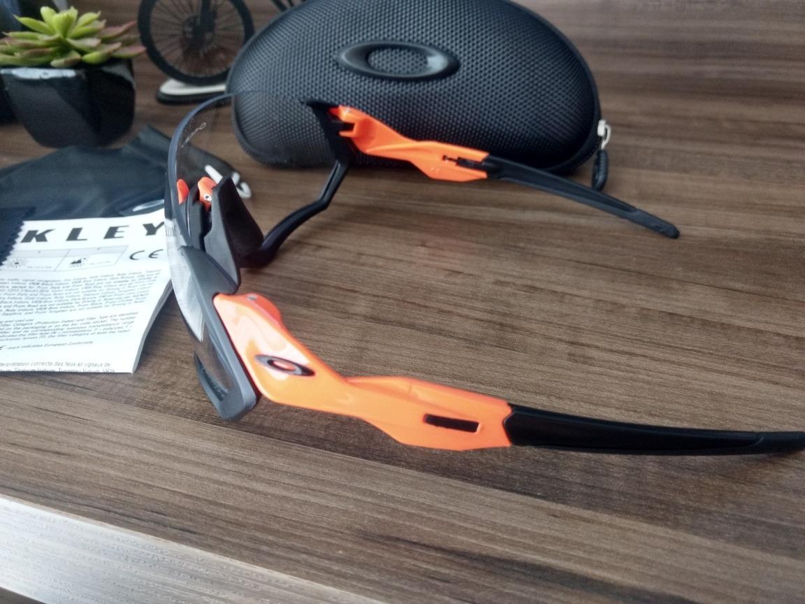 Óculos De Ciclismo Oakley Fligth Jacket - R  189,00 em Mercado Livre aa0cbba6f3