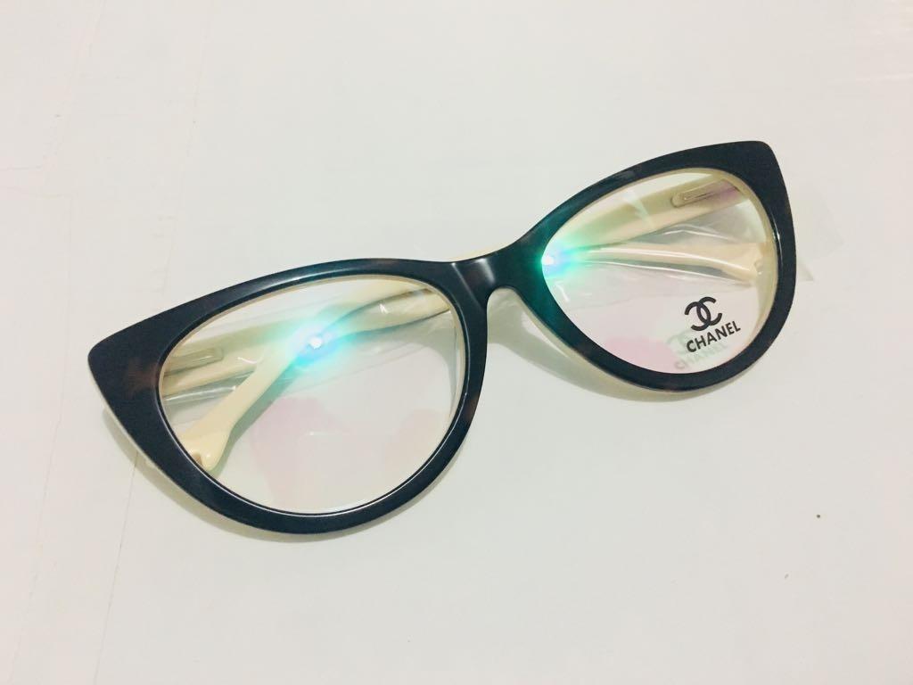 eec636fff1d71 óculos de grau chanel feminino - armação gatinho em acetato. Carregando  zoom.