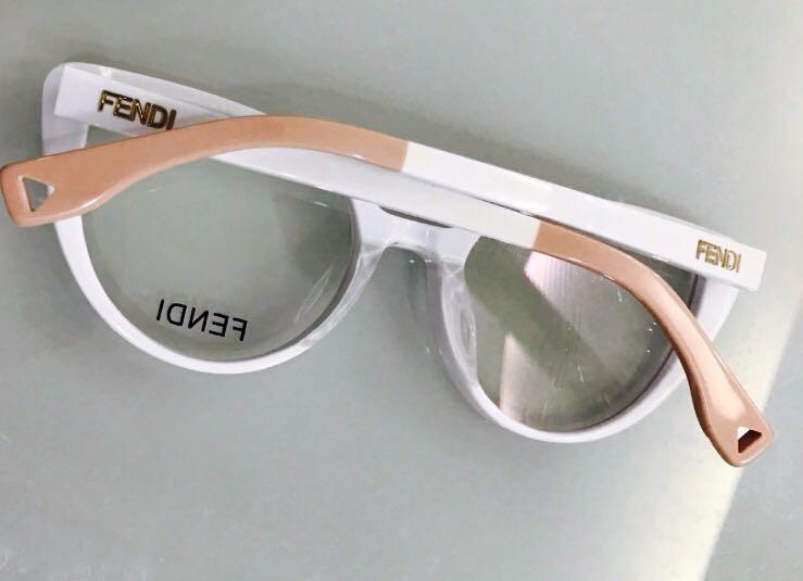 Oculos De Grau Gatinho Fendi Acetato Branco - Frete Gratis - R  120 ... 2cd493264d
