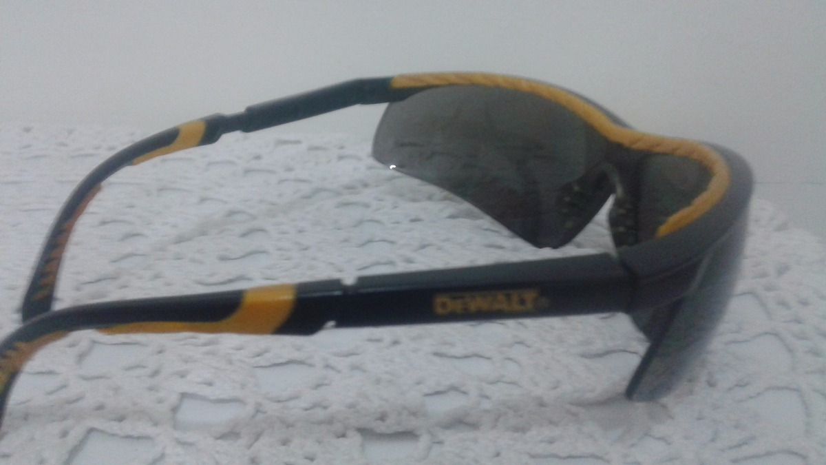 Óculos De Proteção Contra Raios Laser Dewalt Z87 - R  13,00 em ... d5006ba597