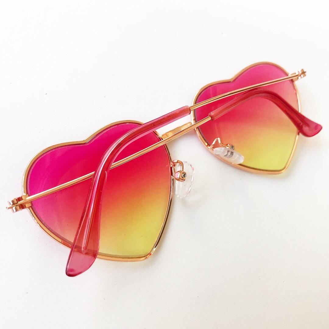 óculos de sol armação infantil coração colorido frete gratis. Carregando  zoom. 129e17d0f9