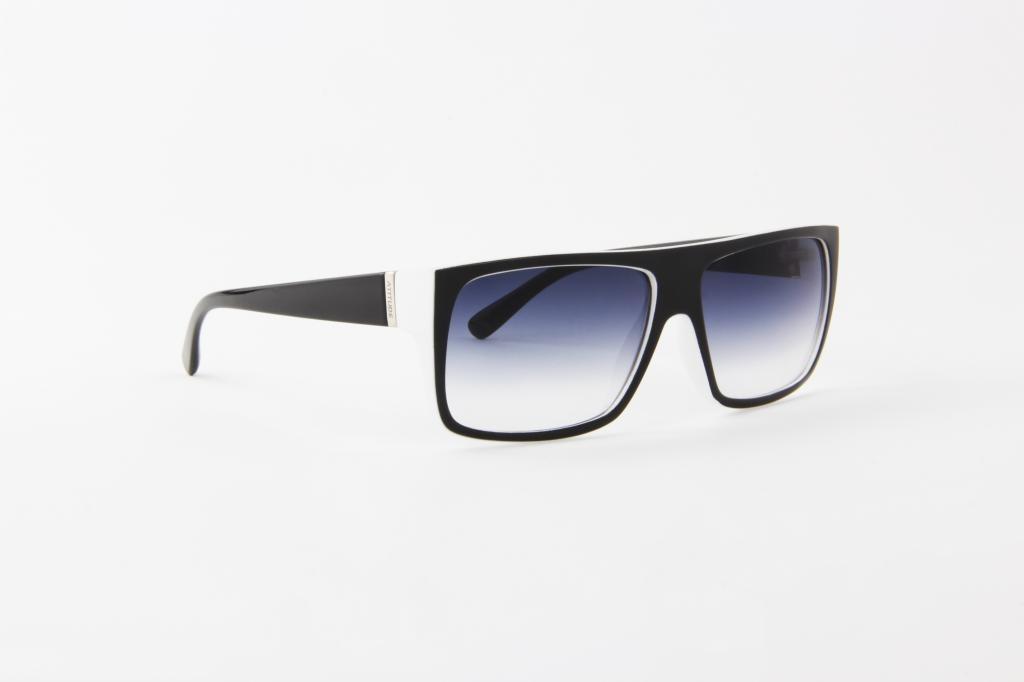 5ed4e33ca74d1 óculos de sol atitude preto com branco lente azul degradê. Carregando zoom.