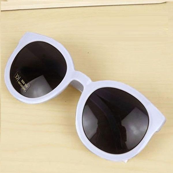 8fe7dbed4dde8 Óculos De Sol Branco - Gatinho Seta Grande Redondo Vintage - R  25 ...