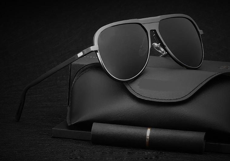 29a1fd5a5 Óculos De Sol Escuro Masculino Polarizado Pequeno Estojo - R$ 118,00 em Mercado  Livre