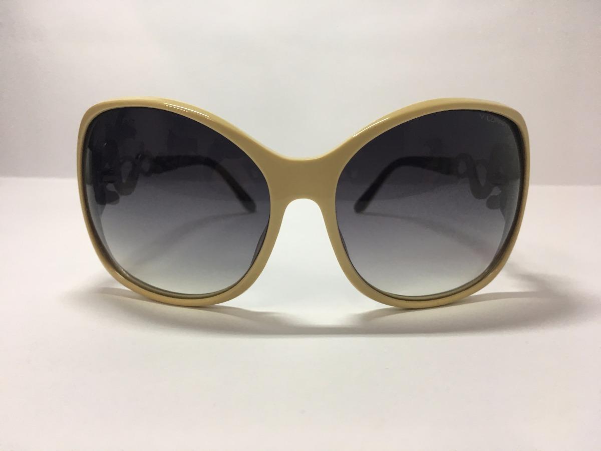 09516423c óculos de sol feminino bege e detalhes laterais - via lorran. Carregando  zoom.
