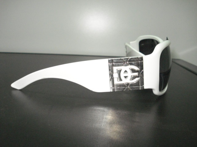 a8862e471cc28 Óculos De Sol - Feminino - Branco metal - Designer Imp Dg - R  119 ...