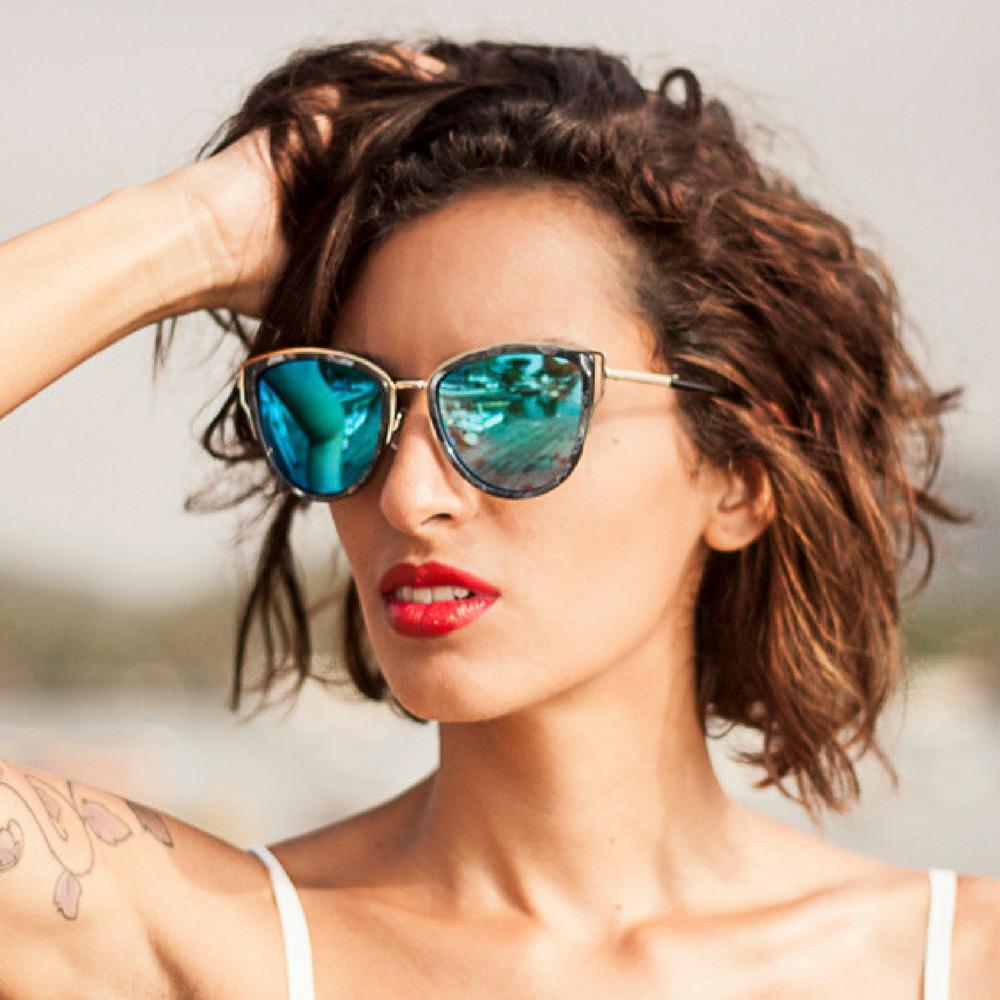 52aabbd7b2907 óculos de sol feminino lente azul detalhe lateral azul. Carregando zoom.