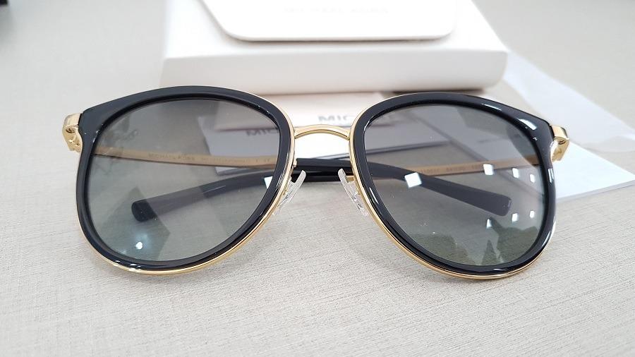7db1c7018f342 óculos de sol feminino michael kors mk1010 110011 54. Carregando zoom.
