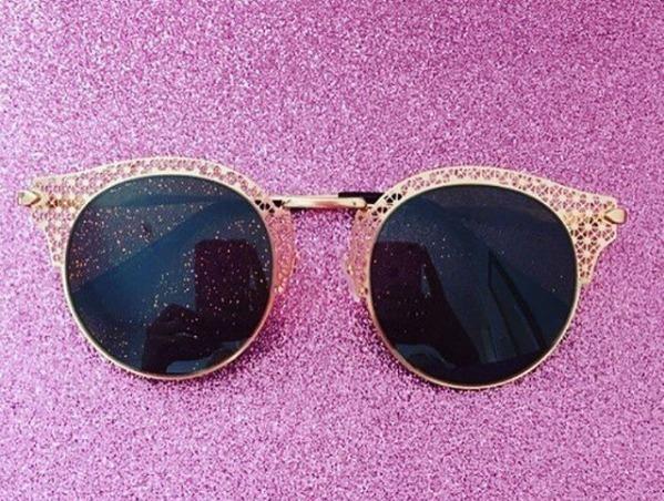 145ea75756fb9 Óculos De Sol Feminino Óculos Escuros Lente Redonda Rosê - R  49
