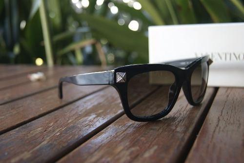 Óculos De Sol Feminino Valentino Preto V656r Made In Italy - R  650 ... ae020d8475