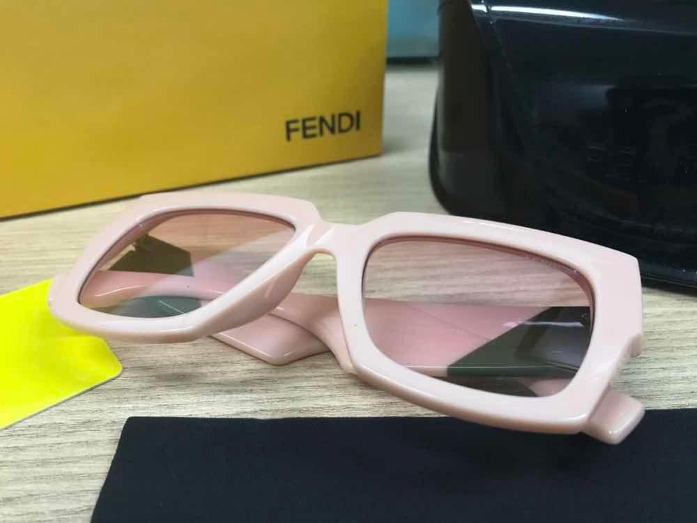 Óculos De Sol Fendi Facets Rosa Acetato - R  279,99 em Mercado Livre 977d00725e