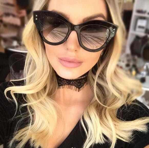 Óculos De Sol Fendi Peekaboo Feminino - R  99,00 em Mercado Livre eb49d5f7f3